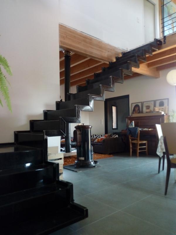 Escalier-tournant-metal-tole-pliee-1