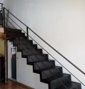 Escalier-droit-metal-tole-perforee-double-limon-1