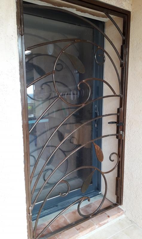 Grille-porte-entree-4